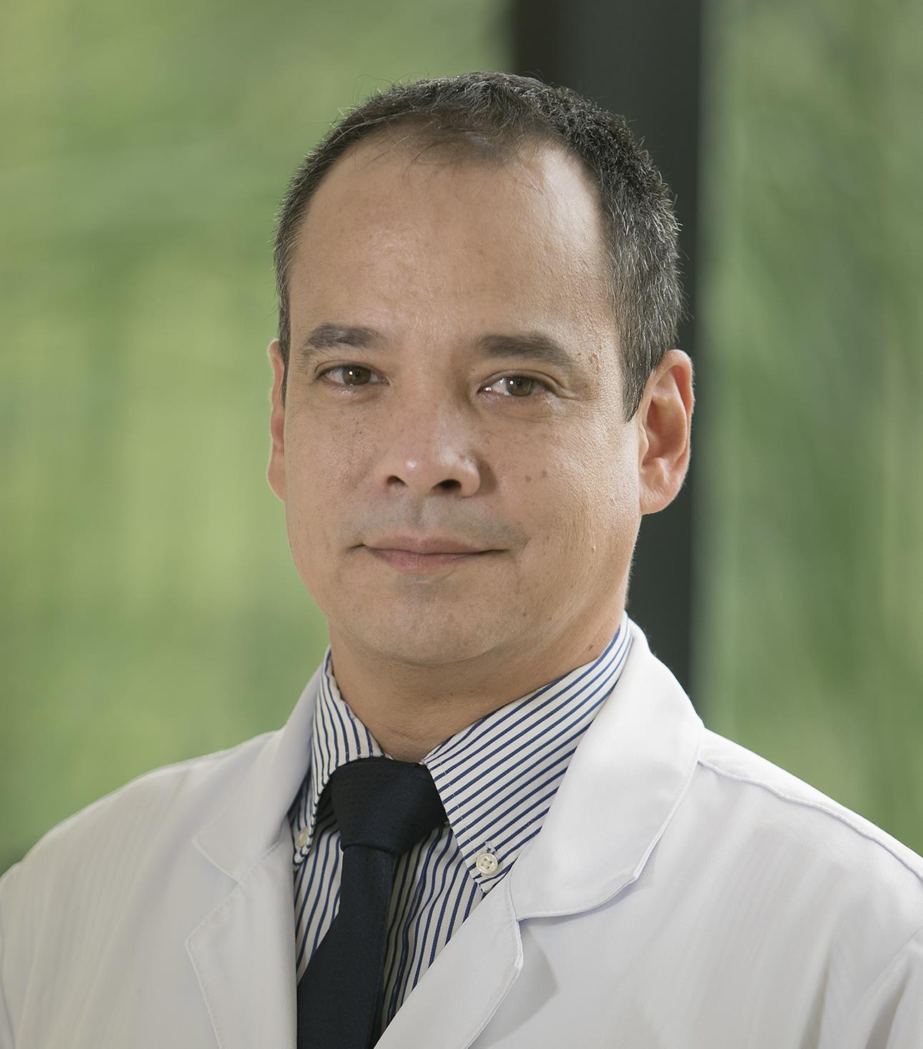 Dr. Fernando Komatsu
